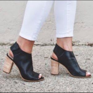 STEVEN 🇮🇹 Black Leather Peep Toe Booties